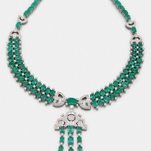 Glamouröses Smaragd Collier Or blanc, 750 m. Sertie sur le devant d'émeraudes ov…