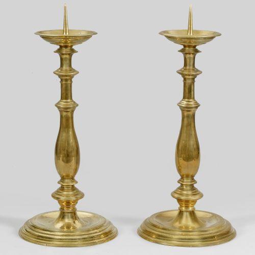 Paar historisch hochbedeutende Altarleuchter de l'église de la ville de Radeberg…