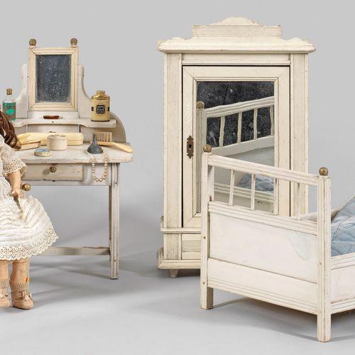 Puppenschlafzimmer mit zwei Puppen 8 pièces ; lit, armoire, table de toilette, c…