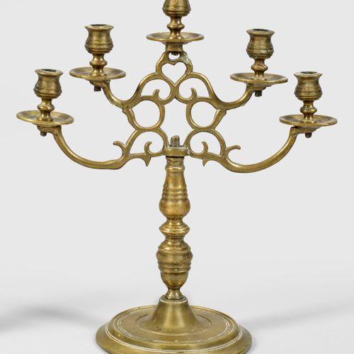 Barock Girandole 5 luminaires ; bronze. Au dessus d'une base ronde plate et prof…