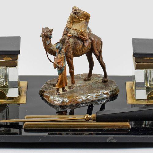 Art Déco Schreibgarnitur mit Araberfigurengruppe 2 pièces, verre noir et incolor…