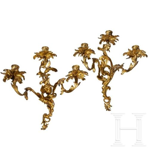 A French pair of gilded Louis XV appliques, 19th century Applique à trois lampes…