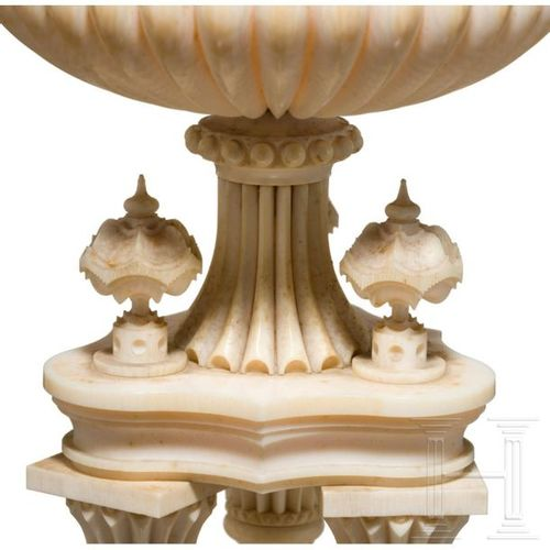 An French ivory goblet, Dieppe, early 19th century Exemptibles. Ivoire finement …