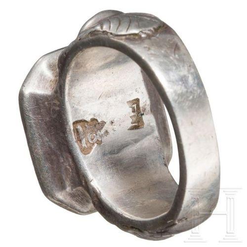 Three silver rings, 14th – 18th century Bague byzantine tardive, le rail angulai…