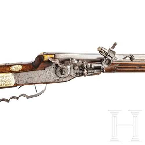 A South German wheellock hunting rifle, circa 1650 Canon octogonal, légèrement c…