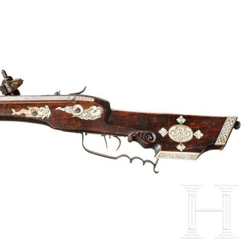 A German wheel lock rifle, circa 1700 Canon octogonal, légèrement conique, rayé …