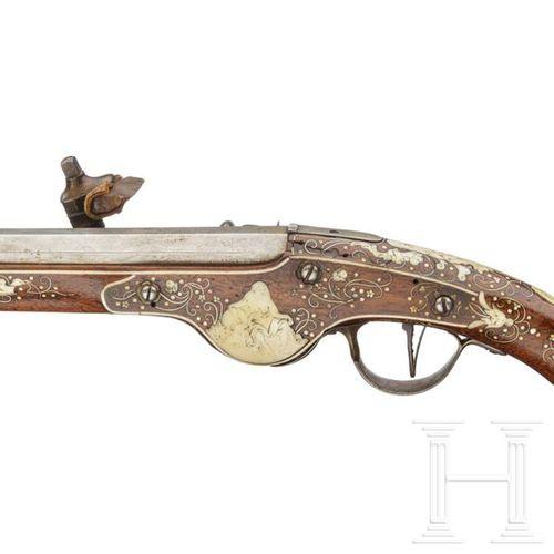 A long, bone inlaid South German wheellock pistol, circa 1630 Canon octogonal à …