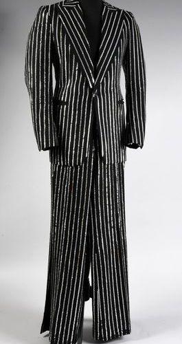 HALLYDAY, JOHNNY 1 costume de scène porté par Johnny Hallyday en 1976. Confectio…