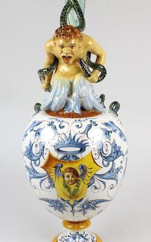 Cruche ornementale en majolique Ginori, Doccia (Toscane) vers 1880, d'après le m…