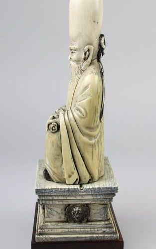Sitting Shou Xing made of mammoth ivory, China around 1920, the god of longevity…