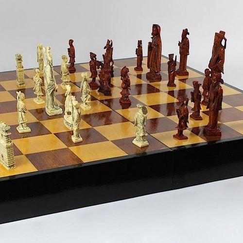 Jeu d'échecs avec pièces en ivoire, Chine vers 1940, une partie des pièces en iv…