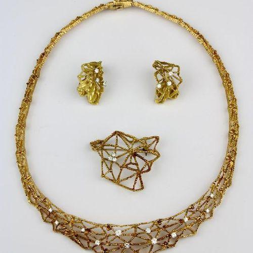 Three piece yellow gold brilliant set, necklace on clasp bez. Grosse Pforzheim (…