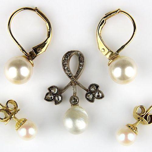 Pendentif en perle avec des roses en diamant, vers 1880, or jaune 585 avec de l'…