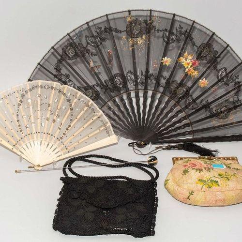 Lot: 5 Damen Accessoires Around 1900. (1) Evening bag made of bobbin lace black …