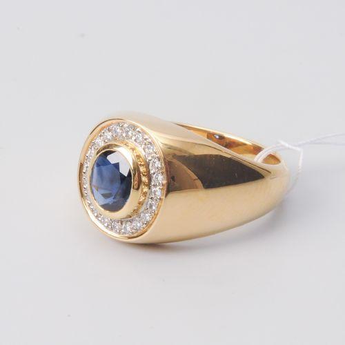 *Saphir Brillant Ring Maître bijoutier. Zurich, 1990. Or jaune 750. Façade ovale…