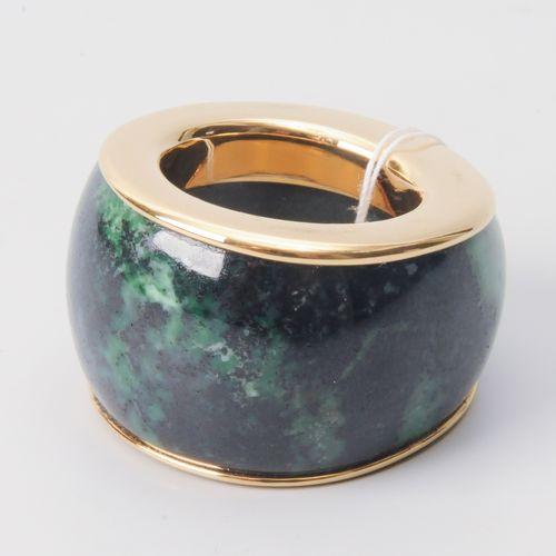Nephrit Ring Or jaune 750. Bague en pierre probablement en néphrite, monture en …