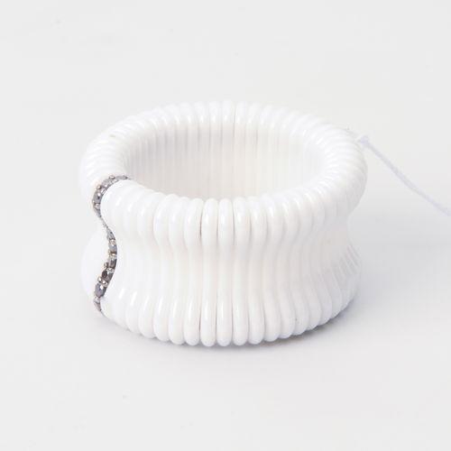 Diamant Keramik Ring Or blanc 750. Particules de céramique blanche montées sur u…