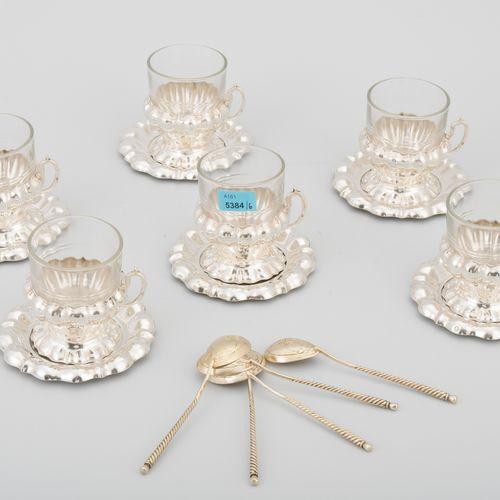 Set: 6 Teetassen mit Untertassen Hongrie, après 1937. Argent/verre. Support avec…