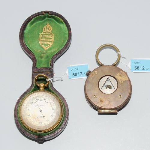 "Lot: 2 Taschenkompasse (1) Angleterre, daté de 1918. Inscrit : ""S. Mordan & Co"".…"