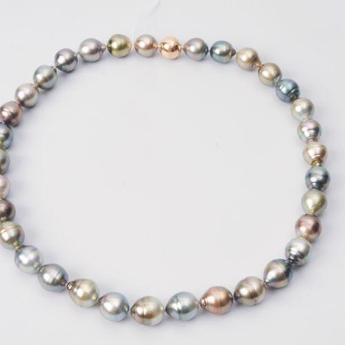 Kulturperlen Collier Or rouge 750. 33 perles de Tahiti légèrement en forme de go…