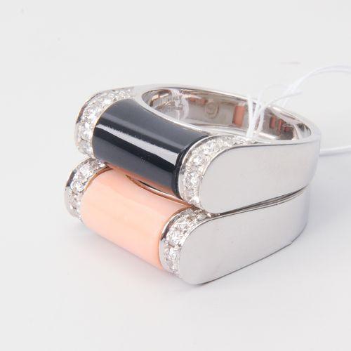 Lot: 2 Onyx Korallen Brillant Ringe Or blanc 750. Serti corail/onyx, 36 diamants…