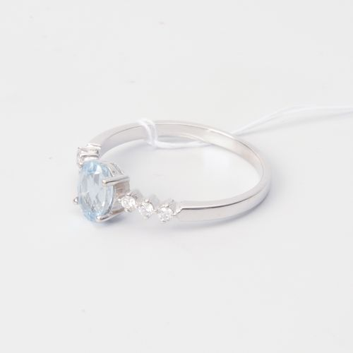 Aquamarin Brillant Ring Or blanc 750. Façade ovale. Aigue marine environ 0,70 ct…