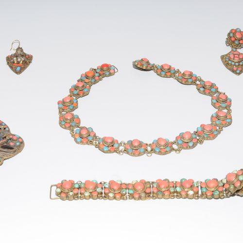 Schmuckset Le Tibet. Métal serti de turquoises, de coraux et d'autres pierres. E…