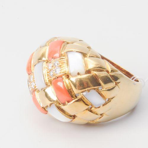 Korallen Perlmutt Brillant Ring Court. Or jaune 750. Tresse de corail et de nacr…