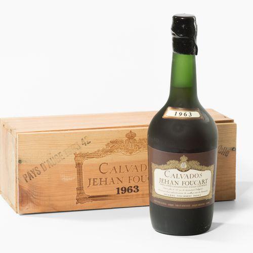 CALVADOS 1963. Jehan Foucart. Boîte en bois originale. 1 bouteille.