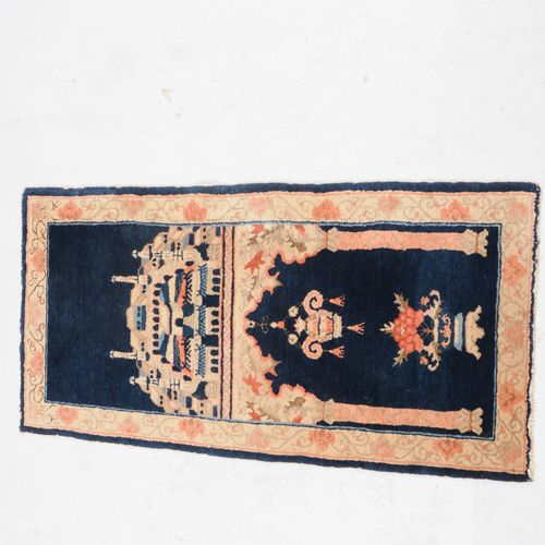 Pao Tao Pao Tao  Mongolie du Sud, vers 1930. Le tapis est divisé en deux champs …