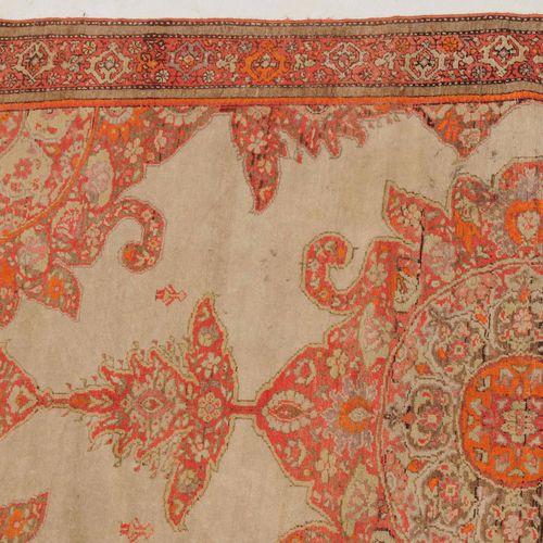 "MALAYER マルタール  Z波斯,约1920年,织工精细。在白色的空地上有一个辉煌的所谓 ""萨莫瓦 ""奖章,上面有2个拉长的延伸部分。在每个角落的边框中都有…"