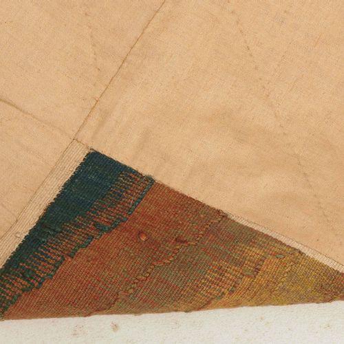Gobelin 挂毯  法国,约1700年。 在一棵树下,一个年轻人在公园里吹着长笛,背景中可以看到建筑群。修理过的地方。139x270厘米(英尺4.6x8.9…