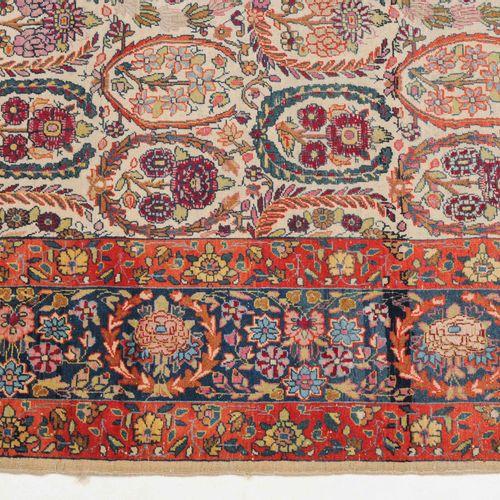 KASHAN Kashan  Z Perse, vers 1910. Le champ central beige montre des bouquets de…
