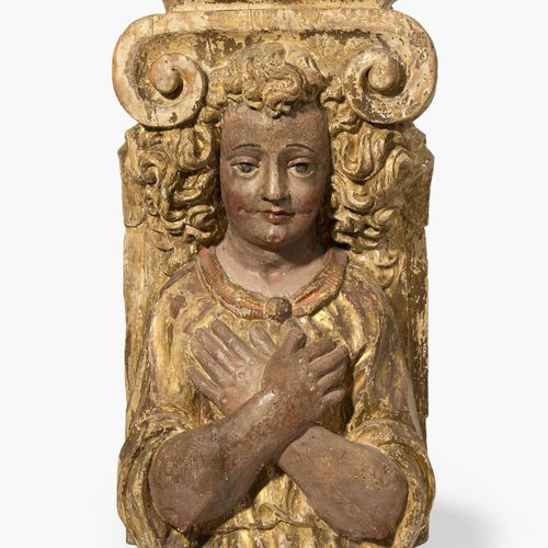 Pilaster mit Engelsfigur 带有天使形象的护壁板  意大利,17世纪。 木雕和多色漆,残留的镀金层。在爱奥尼亚式的大写字母下,有一个双手交…