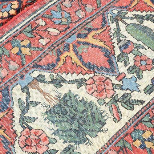 """BAKHTIAR Bakhtiar  波斯南部,约1910年。 所谓的 """"花园设计""""。丝绸边框将多色的中央区域划分为独立的部分,上面有丰富的祈祷龛和各种树木和花…"""