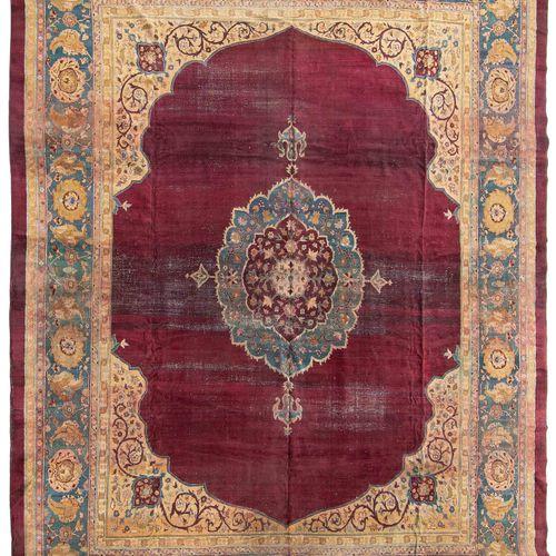 Amritsar Amritsar  N Inde, vers 1910. Travail élégant. Un médaillon central effi…