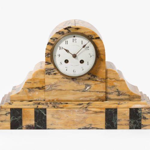 Frankreich, Kaminuhr mit 2 Zierschalen Francia, Reloj de chimenea con 2 cuencas …