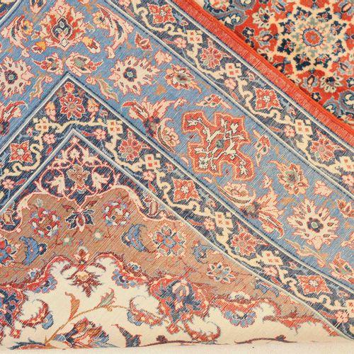 "Isfahan Seirafian 伊斯法罕 塞拉菲安  Z Persia,约1990年。 底部中央有签名 ""结于伊朗,伊斯法罕,塞拉菲安""。软木羊毛绒,丝绸经…"