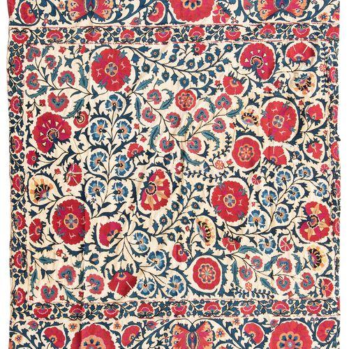 Suzani Fragment Fragment de Suzani  Ouzbékistan, vers 1900, travaux d'aiguille s…