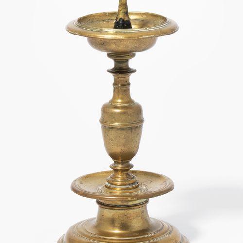 Kleiner Kerzenstock Kleiner Kerzenstock  17.Jh. Bronze. Balusterschaft über prof…