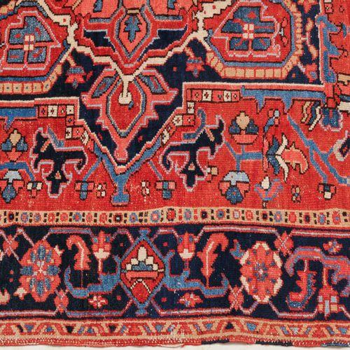 KARAJA Karaja  Perse du Nord Ouest, vers 1910. Un magnifique médaillon bleu nuit…