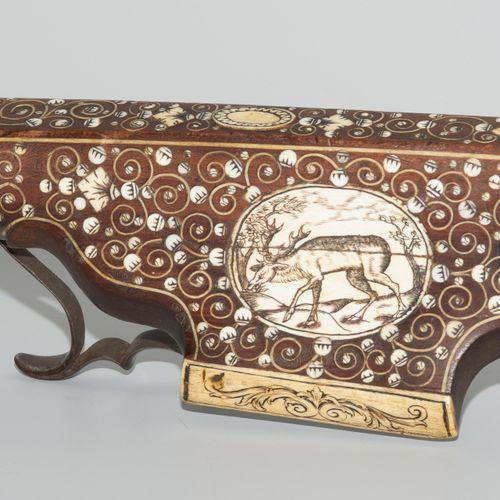 Jagdarmbrust Arbalète de chasse  Allemagne, vers 1600. Colonne en bois fruitier …