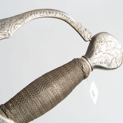 Felddegen 野战剑  德国北部/斯堪的纳维亚,17世纪上半叶。 军官的武器,正面刻有铁柄。Flacon shaped pommel with flora…