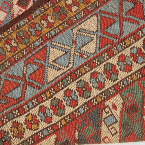 GENDJE Gendje  Z Caucaso, 1900 circa. Le strisce diagonali in blu, bianco e ross…