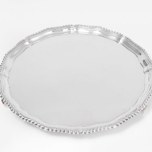 Salver 奖章  伯明翰,1955年。银质。制造者标记:Adie Brothers Ltd. 圆形,模制边缘和绳索边,涡流形脚。标识,纯度925,直径31.…