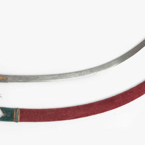 Säbel, Talwar Sabre, Talwar  印度,19世纪。 镀金的有色金属刀柄,有花卉装饰。装饰性的锻造大马士革刀片,枪托上有一个兵工厂的编号。…