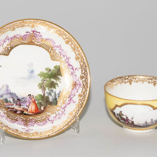 Meissen, Koppchen mit Unterschale 迈森,小壶与碟子  瓷器,约1740年。两件作品上都有釉里红剑印,压印编号66(Koppch…