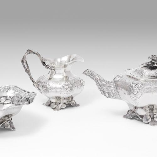 Teeservice Service à thé  Hollande, 19ème siècle, argent, 3 pièces. Forme arrond…