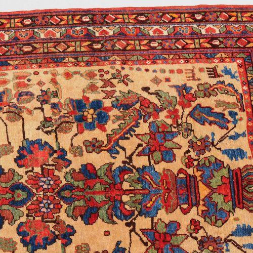 Afshar Afshar  S Persien, um 1910. Im seltenen gelben Feld thronen 2 sich spiege…