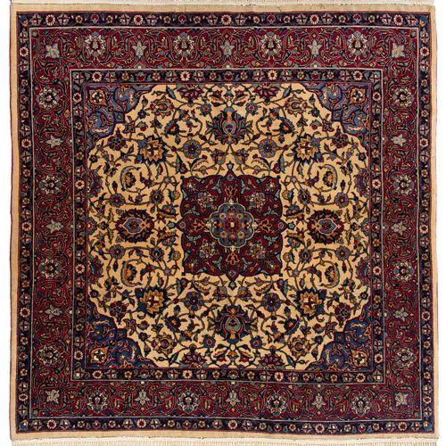 Keshan Keshan  Z Persia, 1940 circa. Un elegante medaglione quadrato rosso si tr…